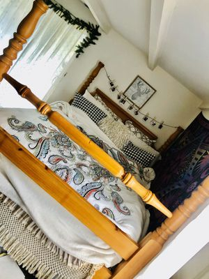 Queen bed with frame for Sale in Penryn, CA