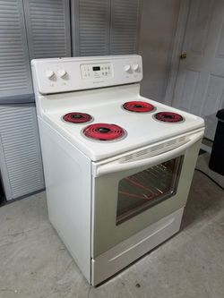 NICE STOVE FRIGIDAIRE (LIKE NEW) for Sale in Simpsonville, SC