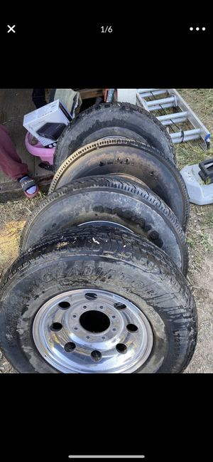 Gladiator 23585R 16 ST 235/85R16 Trailer truck tire for Sale in Thousand Oaks, CA