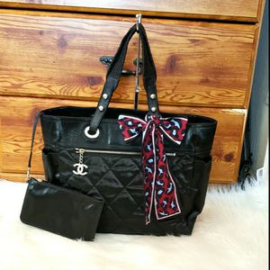 🌺🌼Authentic CHANEL TOTE BAG🌼 🌺 for Sale in Queen Creek, AZ