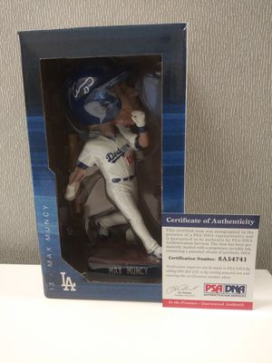 2019 Los Angeles Dodgers SGA Max Muncy Autograph Bobblehead c.o.a. by PSA/DNA for Sale in Orange, CA