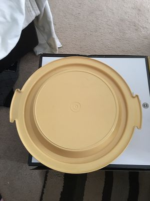 Tupperware pie carrier and a Pyrex glass pie dish for Sale in Orlando, FL