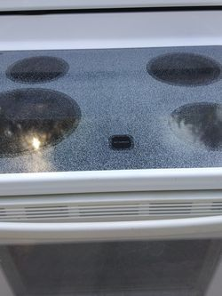 White Whirlpool Stove 230$$$ for Sale in Naples,  FL