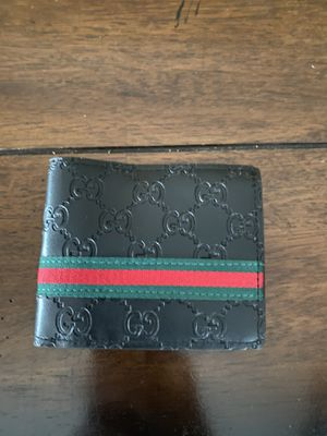 Slightly Used Gucci wallet green,red and black for Sale in Bonney Lake, WA