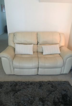 White leather 1 love couch for Sale in Queens, NY