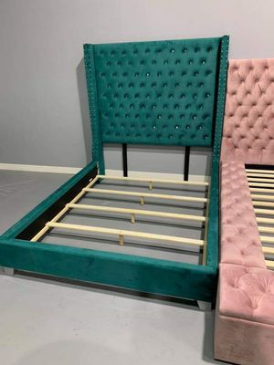 Queen bed frame for Sale in Houston, TX