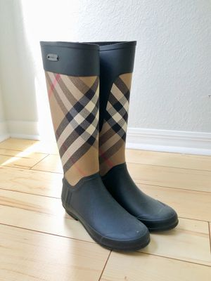 Burberry rain boots size 35/5 for Sale in Gainesville, FL