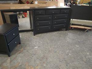 Queen size black bedroom set for Sale in Atlanta, GA