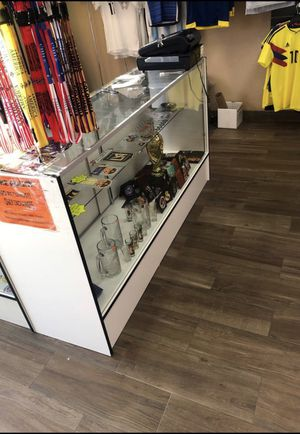 Glass displays with lights for Sale in Fullerton, CA