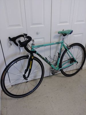 """BIANCHI CAMPIONE RACE BIKE FRAME. 51"""" 18. SPEED IN PERFECT CONDITION for Sale in Homestead, FL"""