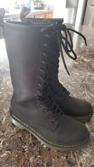 Girls size 2 boots for Sale in Gibraltar, MI