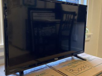 "TCL Flatscreen Smart TV - 27"" for Sale in Seattle,  WA"