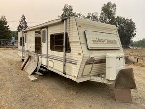 Vacationer camper trailer for Sale in Fresno, CA
