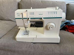 Singer Sewing Machine for Sale in Fort Belvoir, VA
