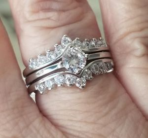 3 band unique wedding set.... size 5/5.5 for Sale in Riverside, CA