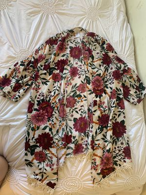 White flower short sleeve cardigan cover up with fringe Halloween costume for Sale in Phoenix, AZ