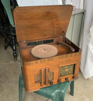 Pick up today~Antique 1942 zenith radio record player works! Model 6R683, for Sale in Monroeville, PA