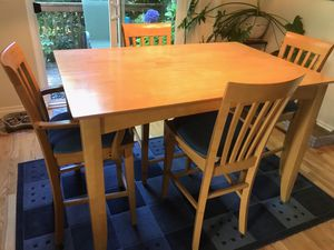 New price! Dining room table & 4 chairs for Sale in Vancouver, WA