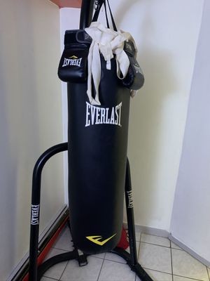 Everlast boxing bag for Sale in Queens, NY