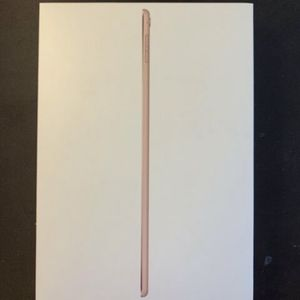 iPad Generation 8 Rose Gold Brand New With Keyboard Case for Sale in Los Angeles, CA
