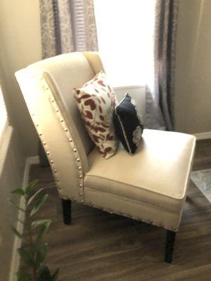 Elegante sillón color crema for Sale in Glendale, AZ