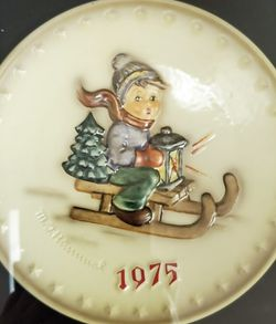 M J Hummel Plate 1975 5th Annual Plate Hum 268 Framed for Sale in Cape Coral,  FL