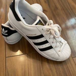 Adidas Superstar Sneakers Size 6 for Sale in Miami, FL
