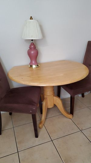 41.5 inch Collapsible wooden table and two chairs , LAMP NOT INCLUDED ( see photos and read description before messaging) for Sale in Las Vegas, NV