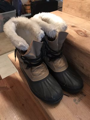 Men's snow boots size 8 for Sale in New Britain, PA