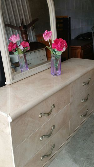 BEAUTIFUL WHITE LONG DRESSER WITH 6 BIG DRAWERS WITH BIG MIRROR ALL DRAWERS SLIDING SMOOTHLY for Sale in Fairfax, VA