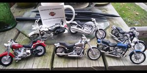 6 Harley Davidson collectible toys for Sale in Queens, NY