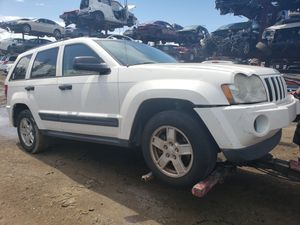 Jeep cherokee for parts out 2006 for Sale in Miami Gardens, FL