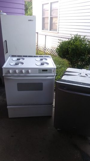 All three freezer stove dishwasher for Sale in Lafayette, LA