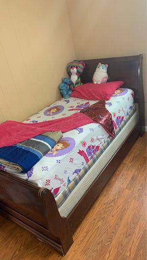 4 twin beds 2 dressers 2 drawers for Sale in Warren, MI