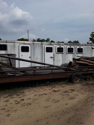 4 horse slant, everything can be removed to also be a cargo hauler 40 ft. for Sale in Houston, TX