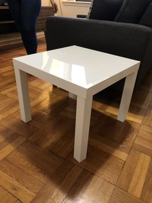 White Coffee table for Sale in Queens, NY