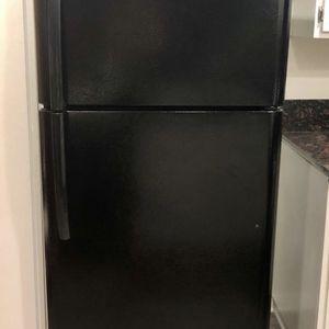 Frigidaire apartment size refrigerator like new for Sale in Glendora, CA
