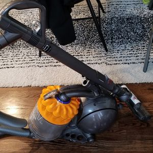 Dyson Dc39 Multifloor Canister Vacuum for Sale in Houston, TX