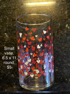 """Small case. 6.5 x 11"""" round. $5 for Sale in Columbia, SC"""