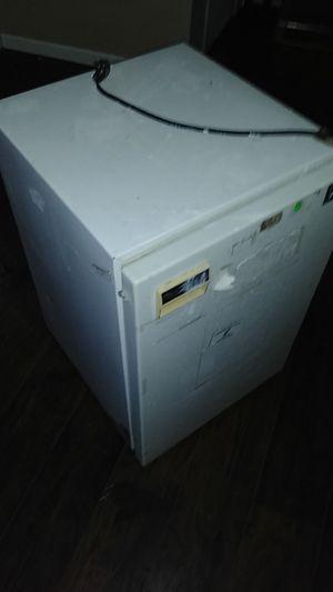 Mini fridge for Sale in Choctaw, OK