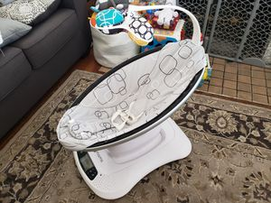 MAMAROO BABY SWING WITH BLUETOOTH for Sale in Monrovia, CA