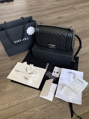 Chanel boy caviar medium bag for Sale in Culver City, CA