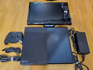 Microsoft XBOX One 500 GB w/ Portable Gaming Monitor for Sale in Rock Hill, SC