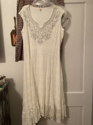 Size 2x women's dress. Worn once in wedding. Smoke free for Sale in Port Neches, TX