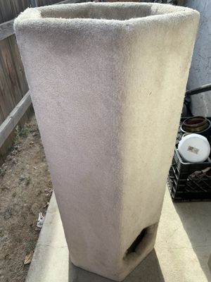 Heavy cat tower, needs cleaning. for Sale in Kingsburg, CA