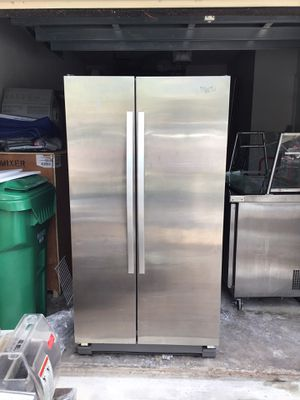 WHIRLPOOL REFRIGERATOR (WRS325FNAM01) **DM with Best Offer refrigerador. Poco uso NEVERA for Sale in North Miami Beach, FL