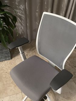 Ergonomic Home Office Chair White And Gray for Sale in Los Angeles,  CA