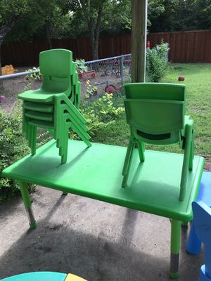 Kids table and chairs for Sale in Dallas, TX