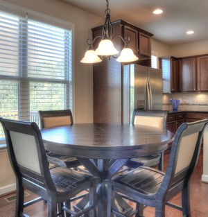 Breakfast table with 4 chairs— Counter Height for Sale in Acworth, GA