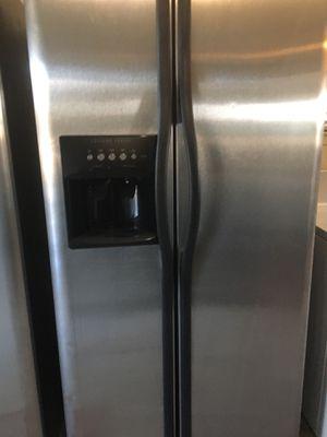 Fridge $360 for Sale in Hesperia, CA